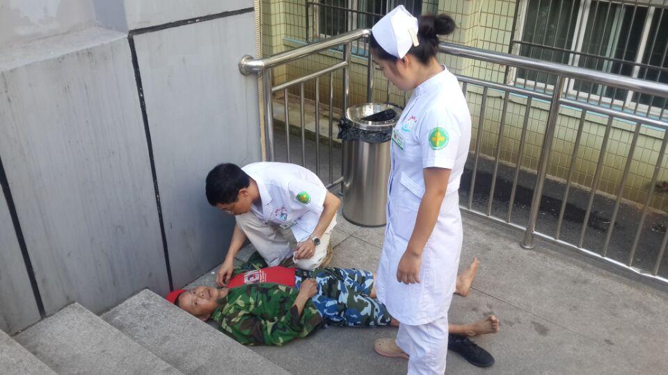 医护人员联手抢救突发癫痫的脑肿瘤患者(图文)